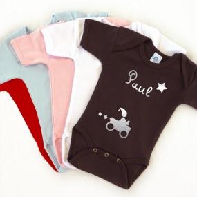 cadeau-naissance-ensemble-body-bonnet-personnalise