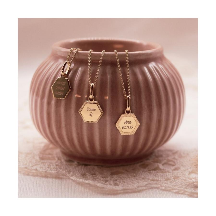 collier-fete-des-meres-cadeau-maman-medaille-personnalisée