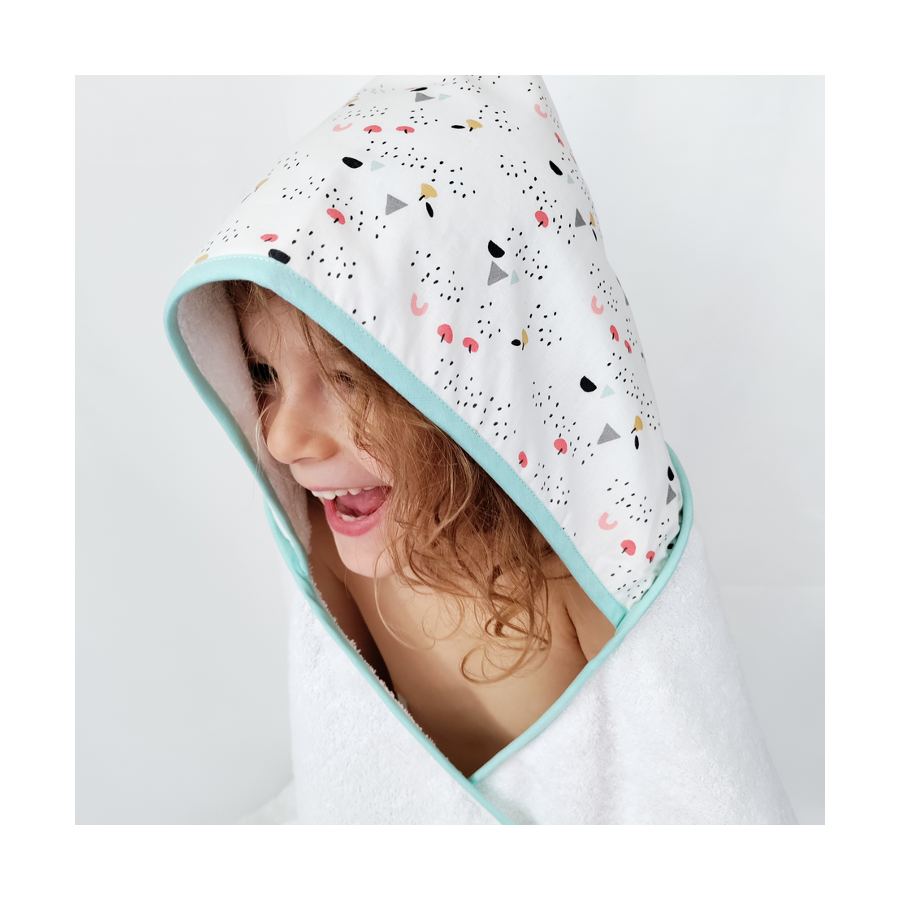 peignoir-de-bain-personnalisé-enfant-bebe-cadeau-de-naissance