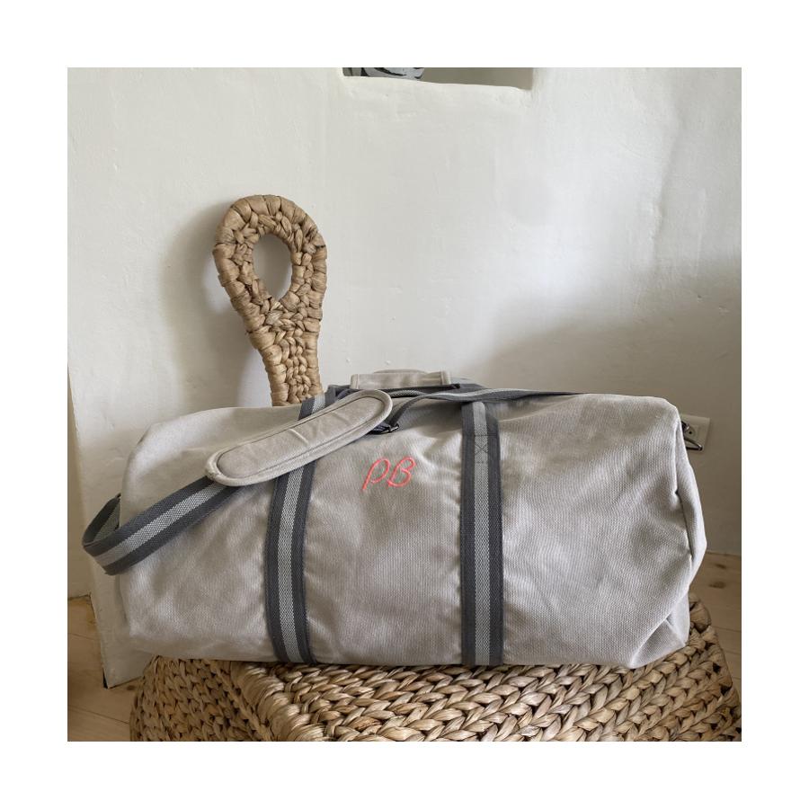 sac-de-voyage-personnalise-gris-initales-cadeau-personnalise